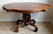 Oval table with scrolling legs - Second Rococo