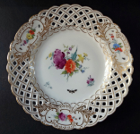 Plate with flowers and cut through the edge - Copenhagen