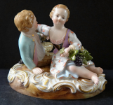 Gallant couple with wine grapes - Meissen