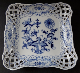 Square bowl with onion pattern - Meissen