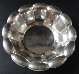 Silver bowl of beaten decor