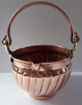 Copper bowl with rounded handle