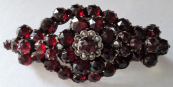 Brooch with large garnets and pearls river