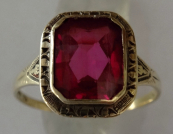 Engraved gold ring, with pink stone