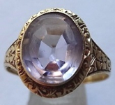 Engraved gold ring with amethyst