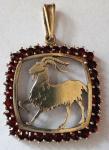 Garnet silver pendant with Capricorn