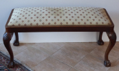 Upholstered low bench, with carving - Gerstel