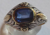 Ring of yellow gold, with blue stone, silver ornament