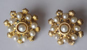 Gold decorative earrings, with pearls