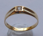 Golden ring, square crown, sapphire