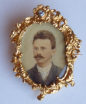Gold brooch, frame, with portrait and diamond