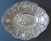Oval decorative silver bowl, with putti  - Adolf Mayer, Frankfurt