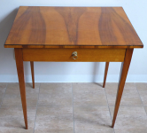 Table with walnut veneer and oak solid wood