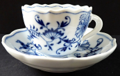 Meissen coffee cup, with onion pattern