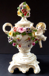 Porcelain vase with angel and flowers - Passau