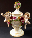 Porcelain vase with cherubs and roses - Passau