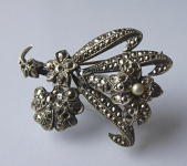 Brooch with marcasite and pearl - flower