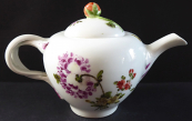 Painted small teapot with flowers - Vienna 1749 - 1770