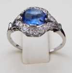 White gold and platinum ring, with diamonds and blue sapphire