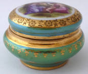 Green gold-plated box, figurative motif - Epiag, Altrohlau