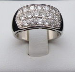 White gold ring, sixteen 1.40 ct diamonds