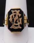 Gold ring with onyx and braided monogram