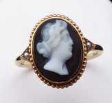 Gold ring with chalcedony cameo, river pearls
