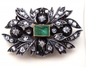 Antique brooch, pendant with diamonds and emerald 0,75 ct