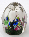 Paperweight with white petals, five colored flower