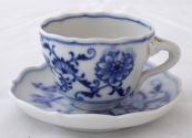 Mocha cup, onion pattern - Teichert, Meissen