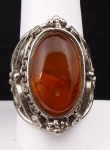 Ring with oval amber and filigree