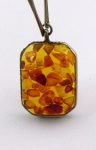 Necklace with rectangular amber