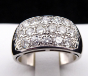 White gold ring, sixteen 1.40 ct diamonds