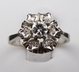 Ring made of white gold and diamonds - Flower