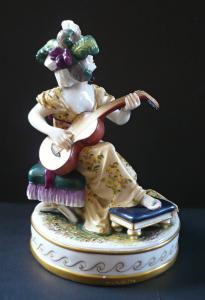 Hráčka na kytaru v čepci - Volkstedt,Rudolstadt (1).JPG