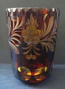 Váza jantar
