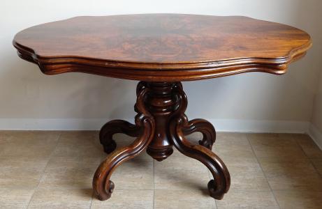 Oválný stolek se splétanou nohou -  Druhé Rokoko (1).JPG