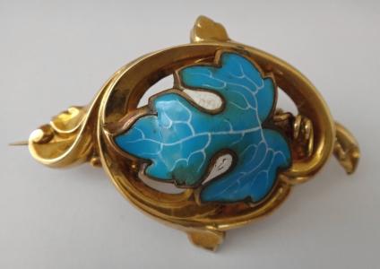 Zlatá brož se smaltem ve tvaru listu (1).JPG