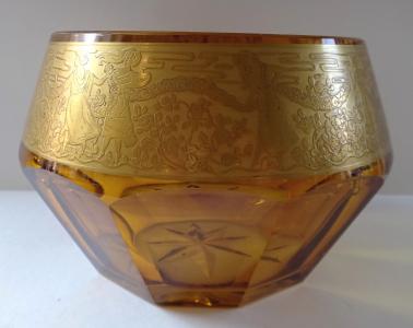 Mísa z jantarového skla a zlaceným ornamentem (1).JPG