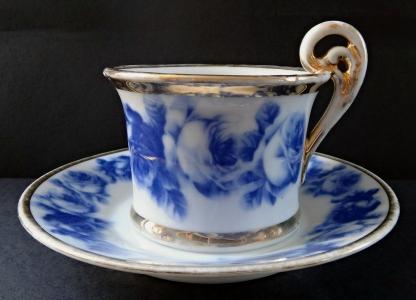 Šálek s podšálkem  a modrými růžemi (1).JPG
