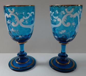 Pár modrých skleniček s bílými listy (1).JPG