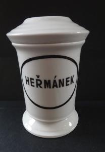 Porcelánová lékárenská nádoba na heřmánek (1).JPG