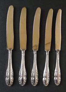 Pět stříbrných dezertních nožíků (1).JPG