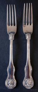 Dvě stříbrné vidličky s říšskými orlicemi (1).JPG