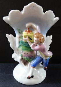 Vázička s figurkou mládence s dárkem (1).JPG