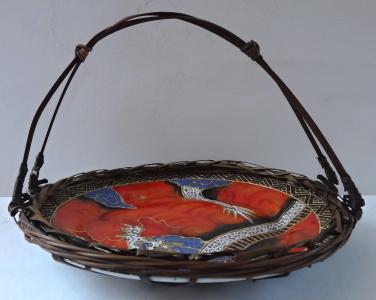 Porcelánový čínský talířek s drakem a proutím (1).JPG