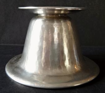 Nízký stříbrný svícen - Hermann Bauer (1).JPG