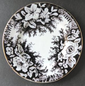Malý mělký talíř s hnědým ornamentem - Stará Role (1).JPG