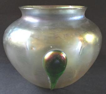 Kulatá irizovaná secesní vázička, s nálepy (1).JPG