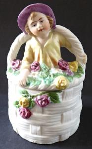 Dózička, košíček, s růžemi a soškou (1).JPG